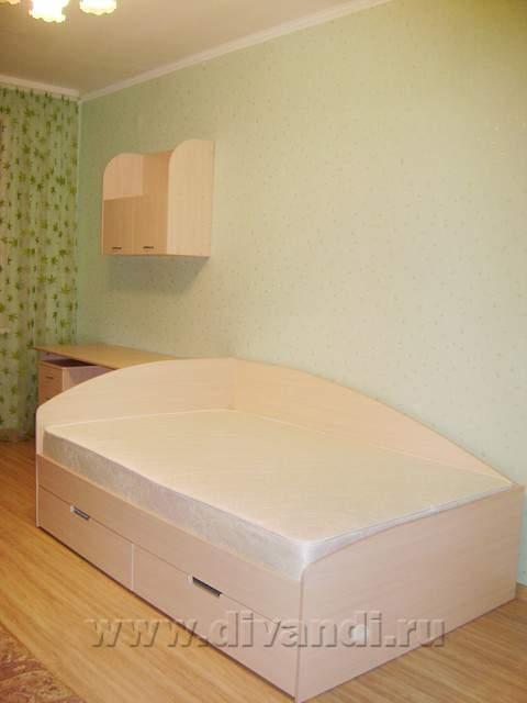 Кровать детская с выкатными ящиками.