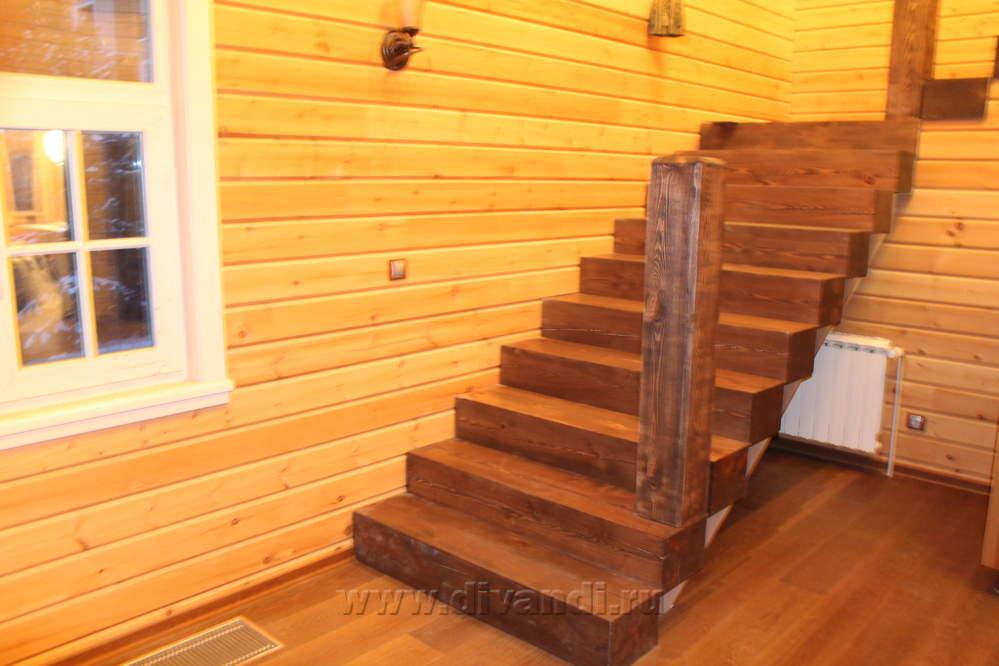 Лестница на второй этаж из бруса