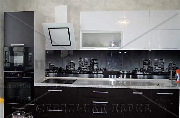 Белые кухни черным фартуком фото скинали в воронеже цена