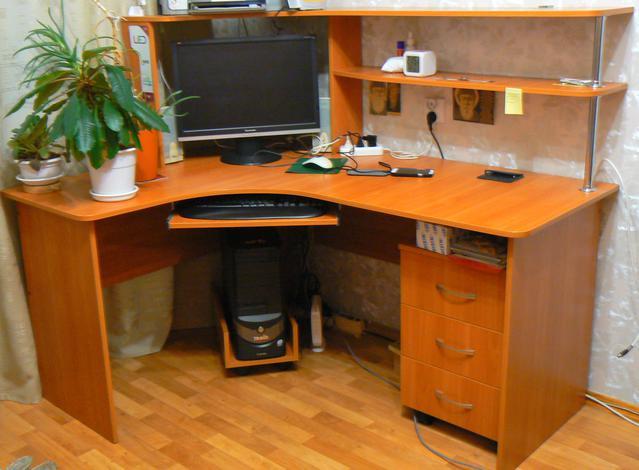 Стол письменный с надстойкой и тумбой - продажа б/у мебели в.